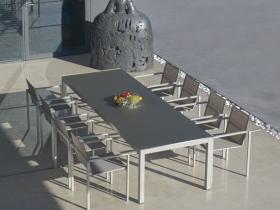 Tavolo e sedie da esterno in alluminio e batyline