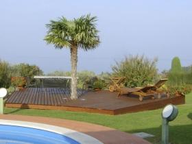 Pedana piscina in legno di pino con palma