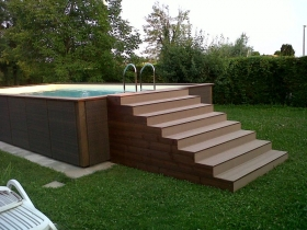 Scala piscina su misura legno wpc compatto