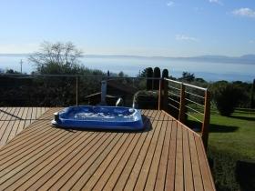 16-idromassaggio-giardino-vista-lago-di-garda