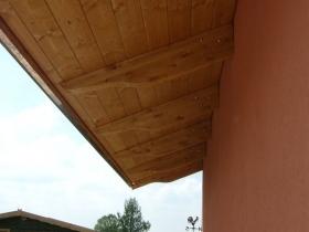 Copriporta a sbalzo in legno