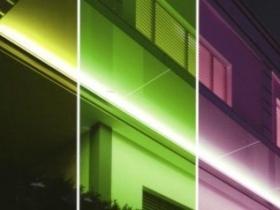 Pensilina in vetro con luci a colori variabili