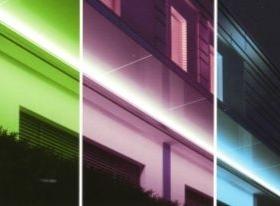 Pensilina in vetro con luci a colori