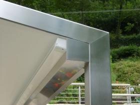 Particolare gronda integrata pergola acciaio inox